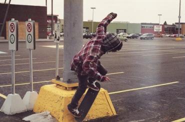 boy-skateboard-stunt